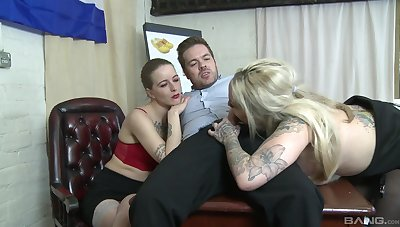 Mammy join daughter for a hot hardcore threesome