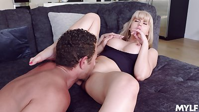Tow-haired mommy sure wants the young cock to ravish her G spot