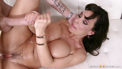 Mature pornstar Lisa Ann fucked on the bed by her younger partner