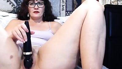 Chunky of age webcam spread out making herself cum with a vibrator