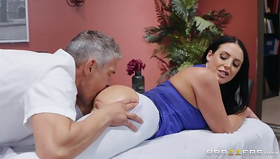 MILF goes full morose approximately hammer away masseur's generous penis