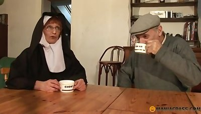 Papy Voyeur Ancient Nun Zoranal Double Penetration Nonne B - mommy