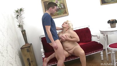Mature aunt likes the young cock soaking will not hear of tits on the best of terms